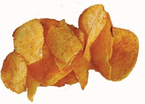 Maarud potetgull med paprika1 håndfull tilsvarer ca. 30 g og gir 153 kcal. Klassisk potetgull med mye energi og en god del fett. Fettet er også av den mettede typen som vi bør spise lite av. Poteter inneholder noe kostfiber, det er positivt. Klarer du deg med én håndfull er det ikke så galt. Men setter du til livs en hel pose på 175 g, har du dekket mer enn en tredjedel av hele dagsbehovet for kalorier.
