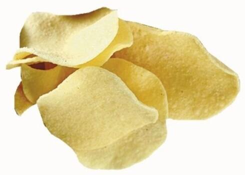 Maarud Superchips, 45 prosent mindre fett1 håndfull tilsvarer ca. 25 g og gir 108 kcal Det er færre kalorier i dette potetgullet enn i vanlig potetgull, men også dette må omgås med forsiktighet. Det er slett ikke kalorifritt. En felle mange går i er at de spiser dobbelt så mye når de spiser «lettchips». Sammensetningen minner mye om popcornet, men med mindre protein og kostfiber. Fett gir smak, så for å veie opp for det manglende fettet, er superchipsen krydret litt kraftigere. Det inneholder også mer salt. Alltid et bedre valg enn vanlig potetgull.