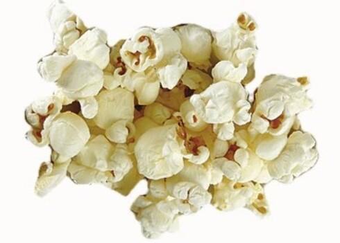 Maarud Popcorn«Letteste» saltsnacks1 håndfull tilsvarer ca. 10 g og gir 40 kcal  Vinneren blant saltsnackset. Popcorn regnes ofte som et lett alternativ til potetgull. Det inneholder nemlig 20 prosent færre kalorier. Det er betydelig mindre fett, også mettet fett, i popcorn sammenliknet med vanlig potetgull. Du får litt mer proteiner, og masse kostfiber, noe som også teller positivt. Saltmengden er omtrent lik og utgjør cirka 20 prosent av dagsbehovet om du spiser 100 g popcorn.