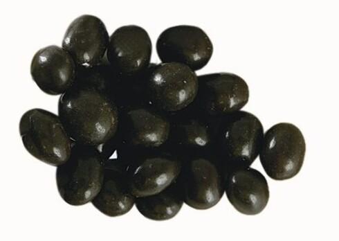 Maltesers - Masterfoods1 håndfull tilsvarer 70 g og gir 354 kcal Over halvparten av disse små kulene består av sukker. Og halvparten av det som er igjen, er fett. Det er nesten like mye kalorier her som i M, så det avgjørende blir hvor dypt du graver i posen. Du går færre Maltesers enn M i en håndfull. Klarer du deg med én håndfull, vil Maltesers derfor gi noe færre kalorier. Disse små maltkulene med sjokoladetrekk ble lansert under slagordet «sjokolade på den lette måten». Det er dessverre en sannhet med modifikasjoner.