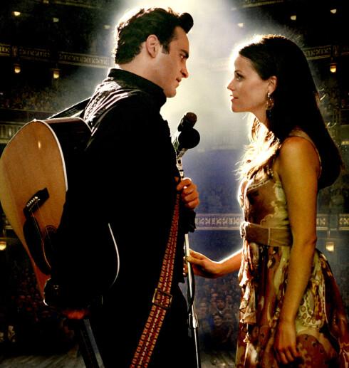 Vakkert samspill mellom Joaquin Phoenix og Reese Witherspoon i Walk The Line.