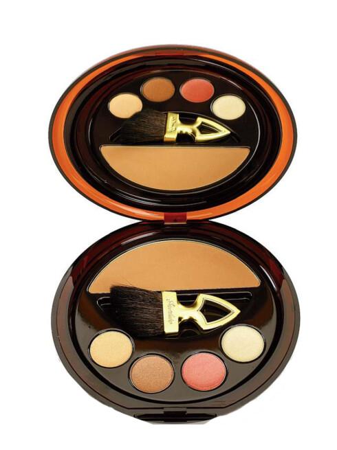 Makeup-palett fra Guerlain. Terracotta Bronzing Make Up Palette inneholder solpudder med faktor 20, highlighter og tre lipglosser (kr 545).