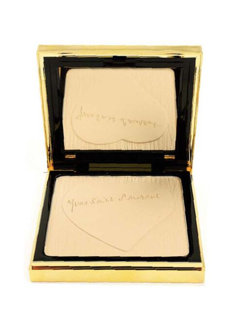 Pudder som holder huden naturlig matt, Matt and Radiant Pressed Powder fra YSL(kr 330).