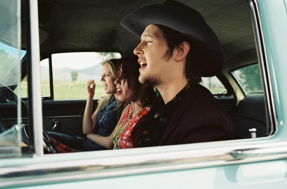 Syngende søsken på tur, med Earls kjæreste Amber (Fairuza Balk) i midten.