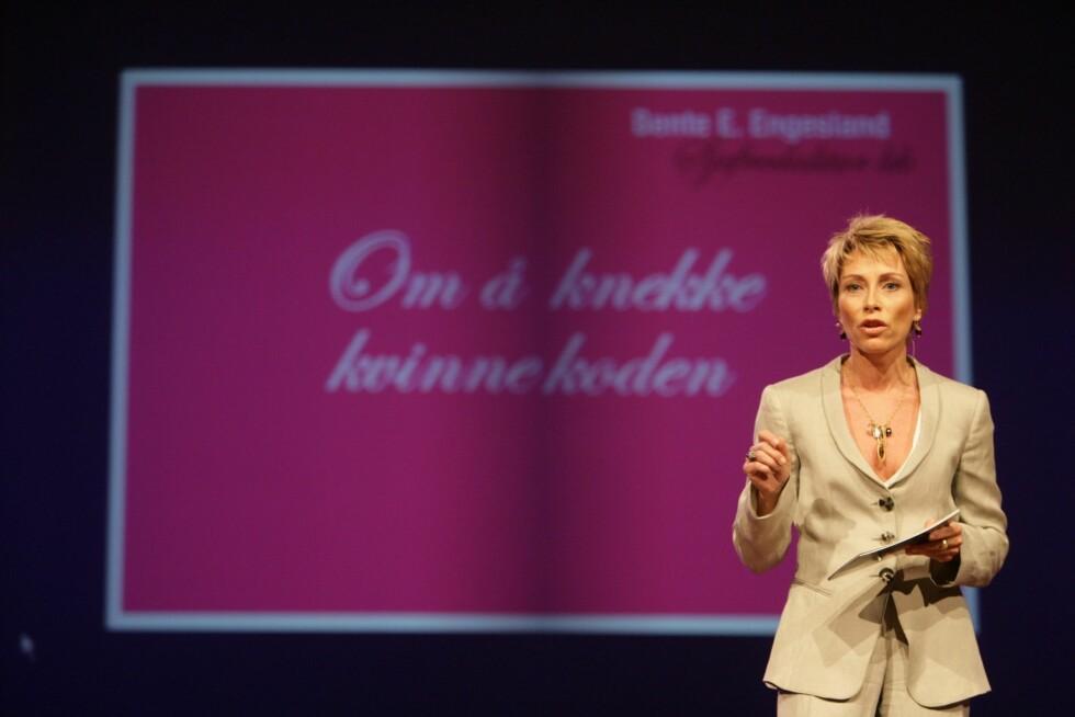 Konferansen Kvinner i vinden ble innledet av KKs sjefredaktør Bente E. Engesland.