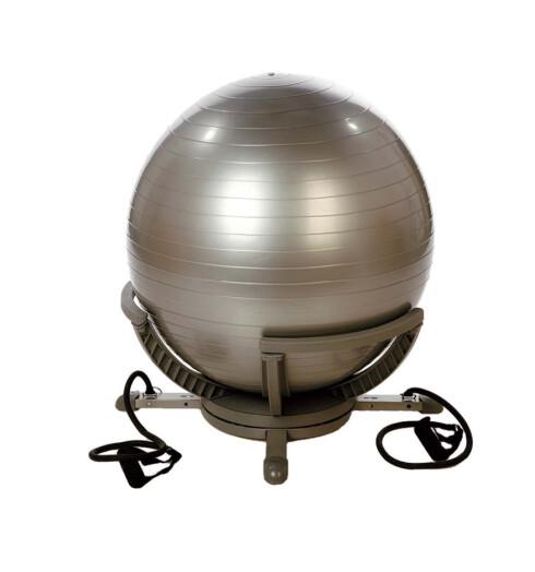 Ta situps på ballen eller bruk strikkene på siden til å trene armene (kr 400, Josefssons).
