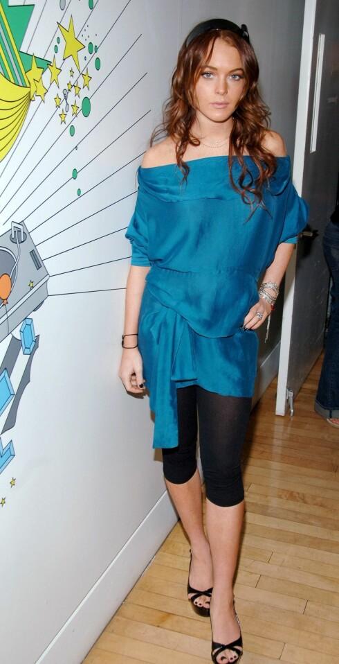 Svart og blått er også en av sommerens fargekombinasjoner. Lindsey Lohan.