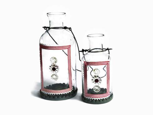 RomantiskLyslykter i glass, diameter 10 cm og høyde 23 cm (stor) (kr 220, Landromantikk.no).