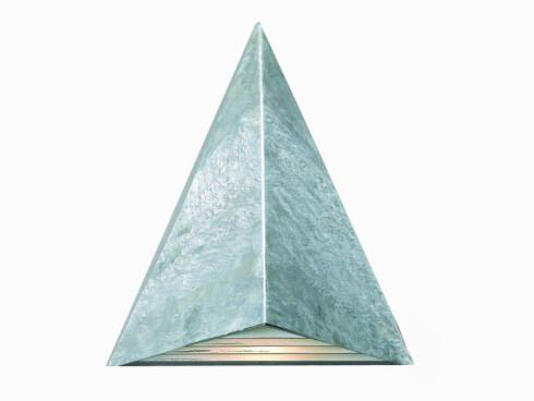 TrekantetLampen «Cairo», høyde 31 cm, bredde 27 cm, dybde 15,5 cm (kr 500, Designbelysning).