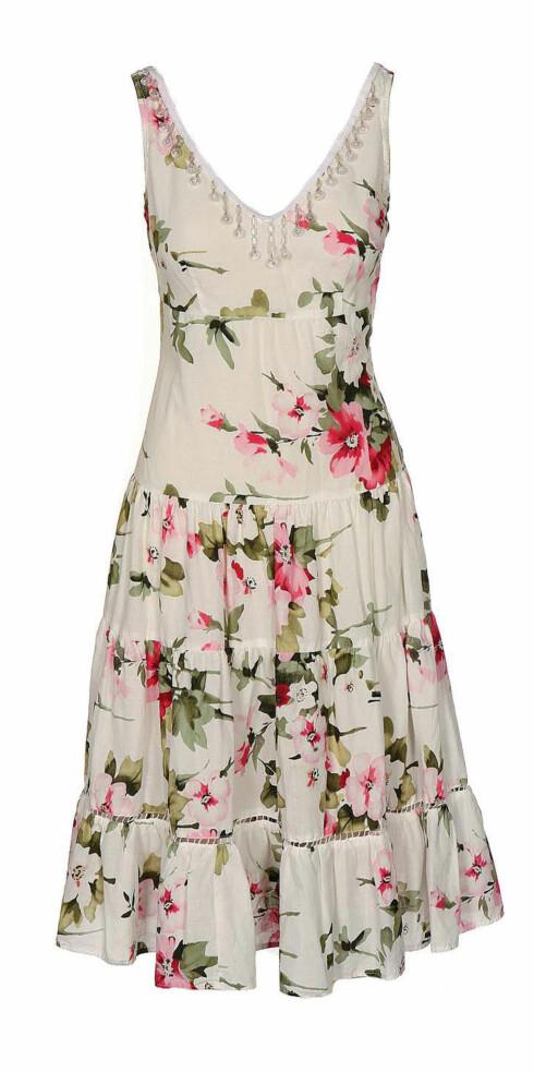 Lekker kjole med tidsriktig snitt og trykte blomster (kr 700, Benetton).
