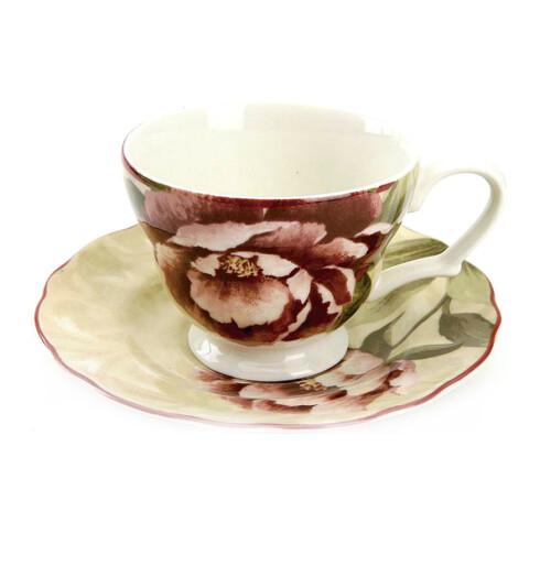 Romantiske tekopper med gammeldags rosemønster (kr 200 for pakke med fire kopper og skåler, Chloé/Ellos).