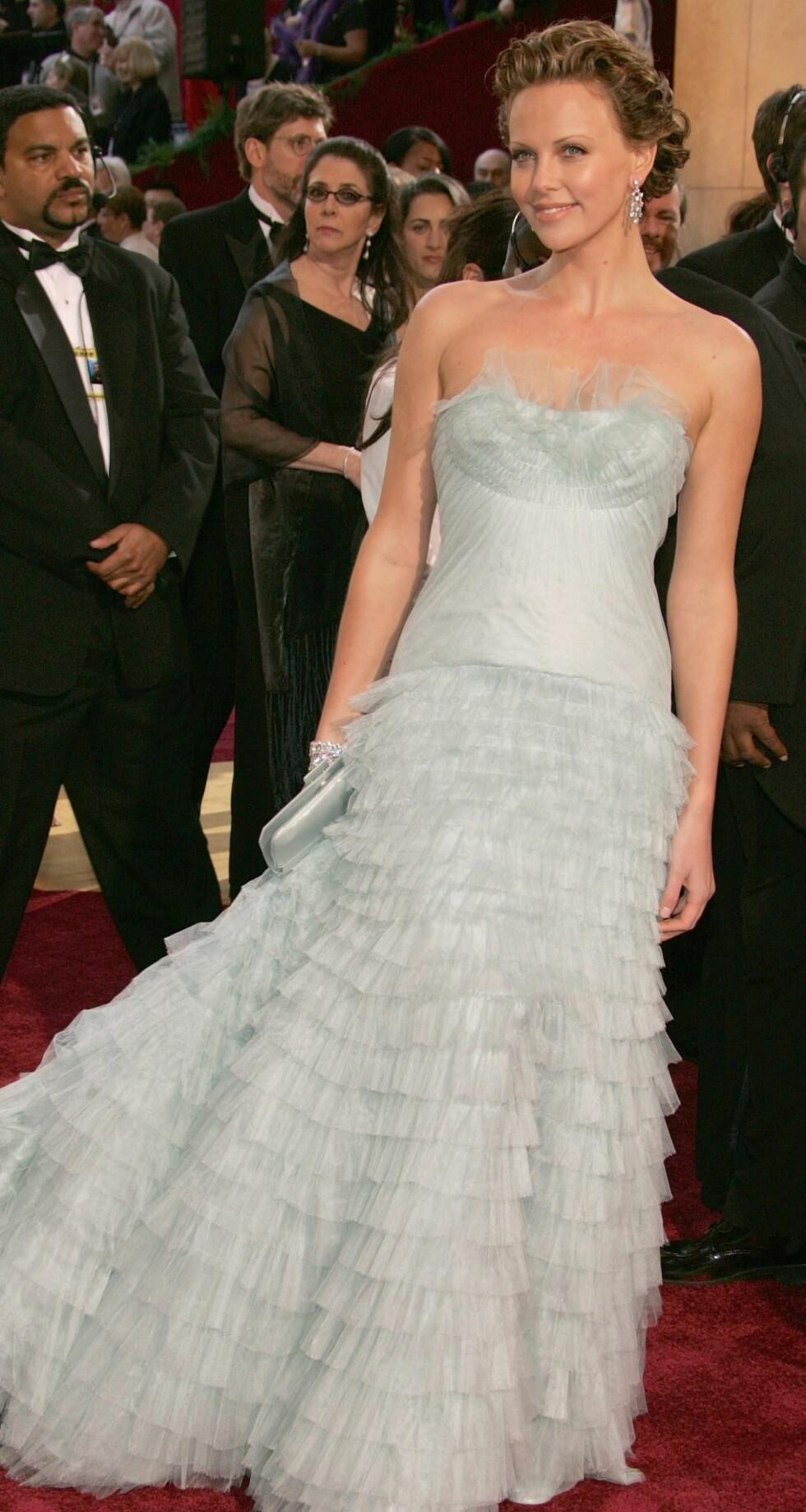 Charlize Theron i vintagekjole fra Dior.