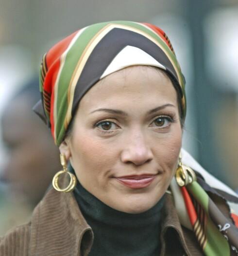 Skaut er noe du ikke kommer utenom denne sesongen. Jennifer Lopez i grønt og fargerikt hodeplagg.