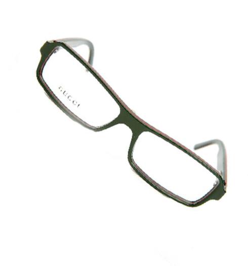 Grønne briller med moderne ramme. Passer spesielt godt for deg med litt firkantet ansikt (kr 2600, Gucci).