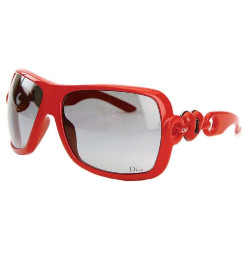 Romantiske solbriller med hjerteformede nøkkelhull på stengene (kr 2250, Dior Lock).