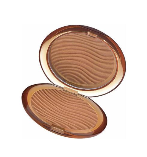 Solpudder fra Lnacôme som gir deg den ekstra friske sommergløden (kr 340).