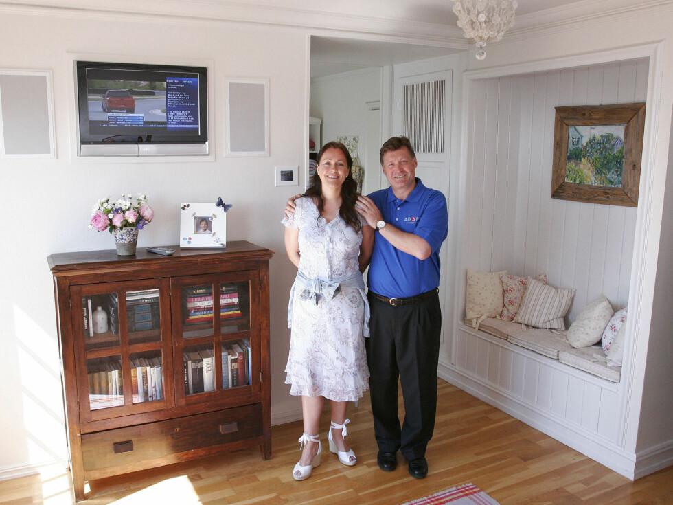 «Herr og fru Tekno»: Kirsten Sigmond og Cristopher Dahl i sitt høyteknologiske soverom.