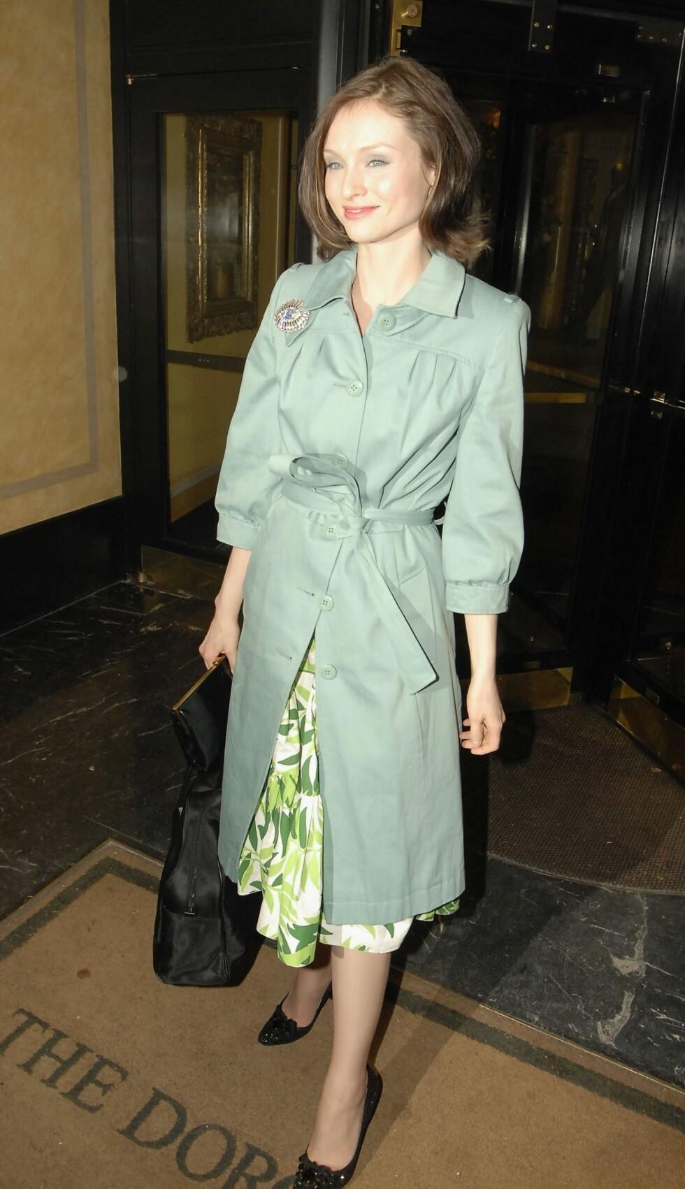 Vintage. Den britiske popsangeren Sophie Ellis-Bextor stråler alltid til fotografene.