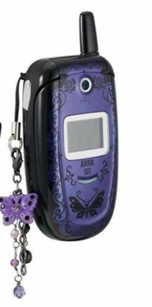 Anna Sui-mobilen er perfekt tilbehør, men selbges foreløpig bare i USA.