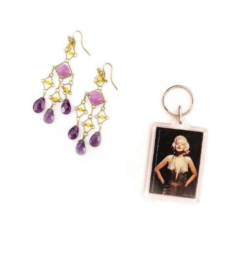 Gi ørene det lille ekstra(kr 1100,Hassan &Den Dama). I 1950 satte Marilyn Monroe standarden for uttrykket for all framtid. Dekorer nøkkelknippet ditt med tidenes sexikon for kr 80(Body Map).