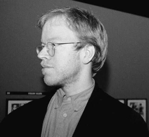 Jason (John Arne Sæterøy) er en prisbelønt tegneseriekunstner som nå stiller ut sine originaltegninger.