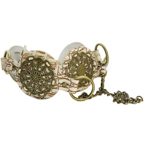 Morsomt belte med metalldekor(kr 250, Glitter).