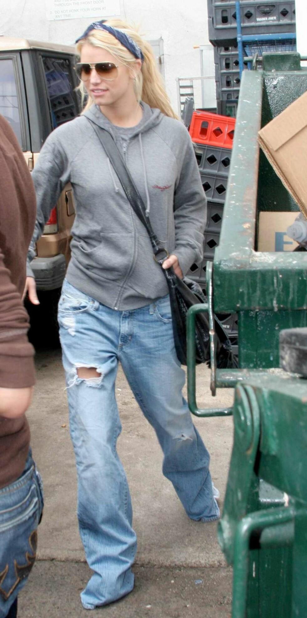 Den nyskilte sangstjernen og realitykjendisen Jessica Simpson sverger til baggy jeans.