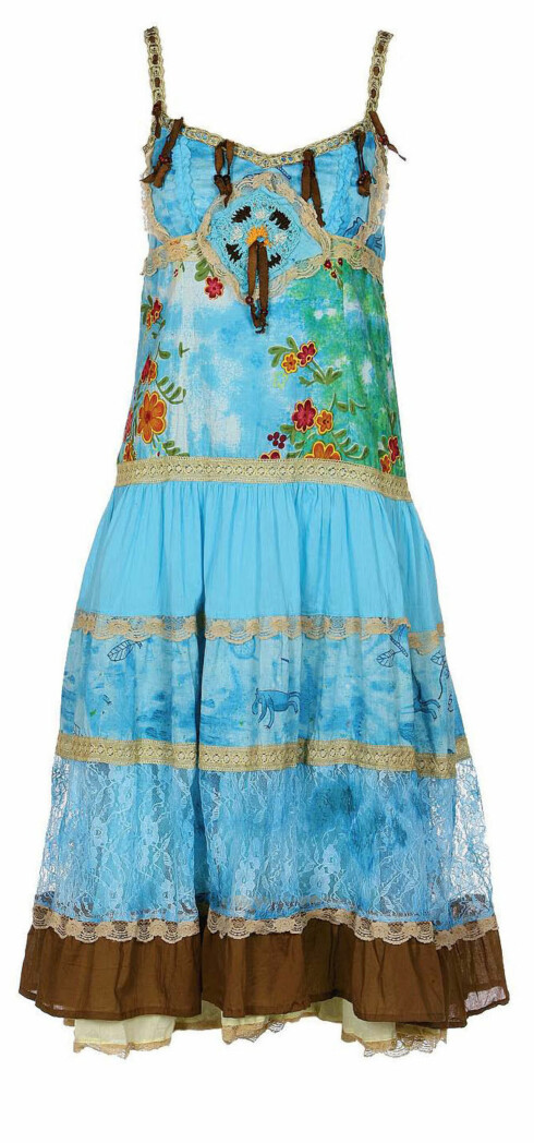 Fargerik kjole med underskjørt og blondebånd (kr 1100, Neste Stopp).
