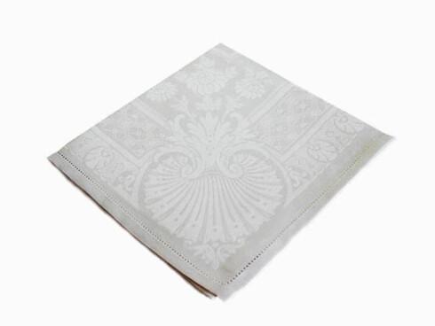 Hvit damaskserviett (kr 295, Monogramshop.no).