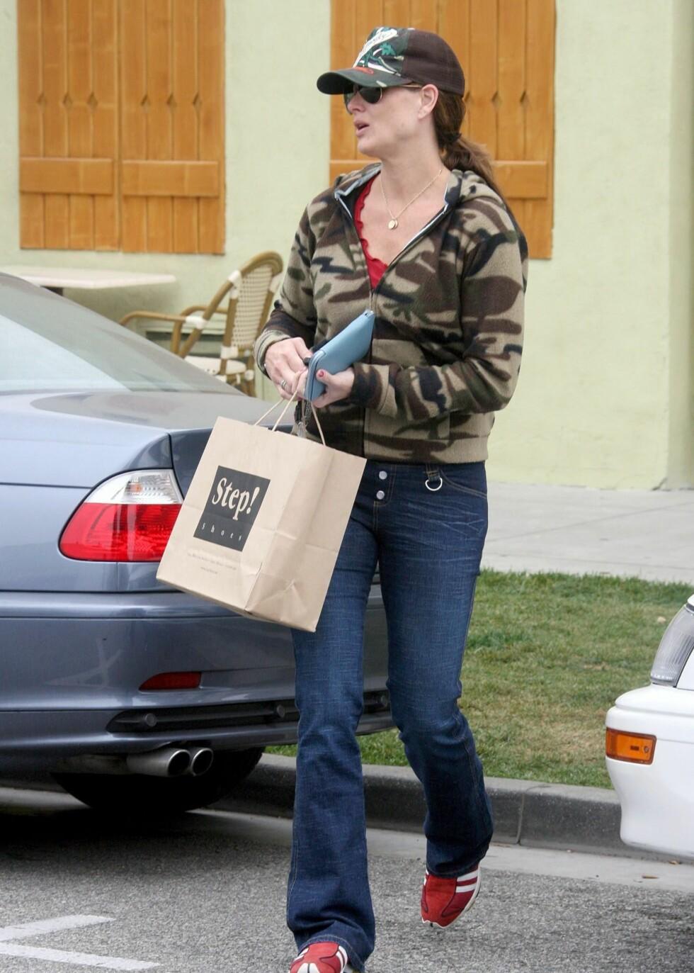 Skuespiller Brooke Shields har lommeboken klar i Hollywood.
