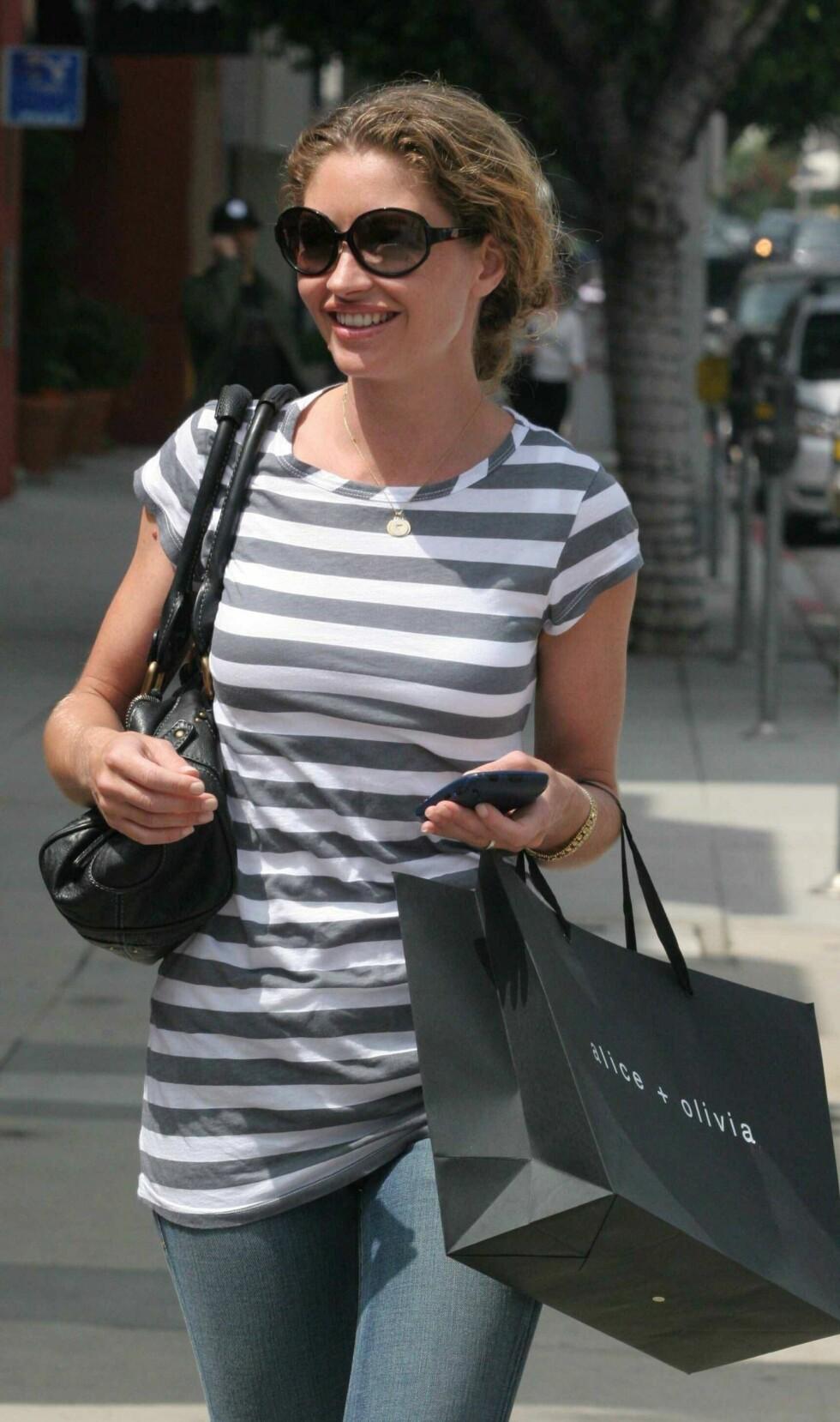 Skuespiller Rebecca Gayheart kjent fra blant annet tv-serien Nip/Tuc shopper i Beverly Hills.