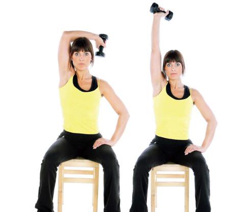 ØVELSE 3: Tricepspress over hodet. Stå stødig eller sitt på en stol. Hold en manual med rett albueledd over hodet, lås overarmen i denne posisjonen. Bøy i albueleddet og senk manualen bak hodet. Ved 90 graders vinkel i albueleddet presser du manualen opp til strak arm. Gjenta.