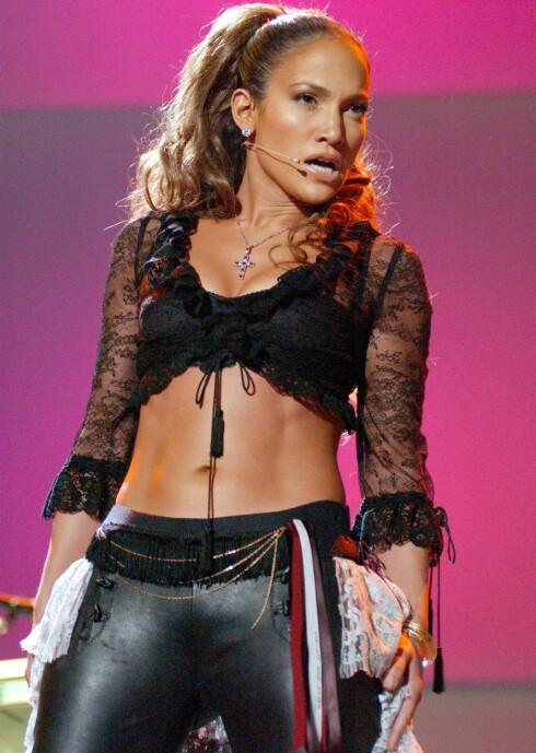 At Jennifer Lopez er stolt av bakenden sin, er en kjent sak. Både den og resten av kroppen får med jevne mellomrom en real oppstrammer på aggressivt vis - JLo driver nemlig med kampsporten Krav Maga, ifølge Hello Magazine.