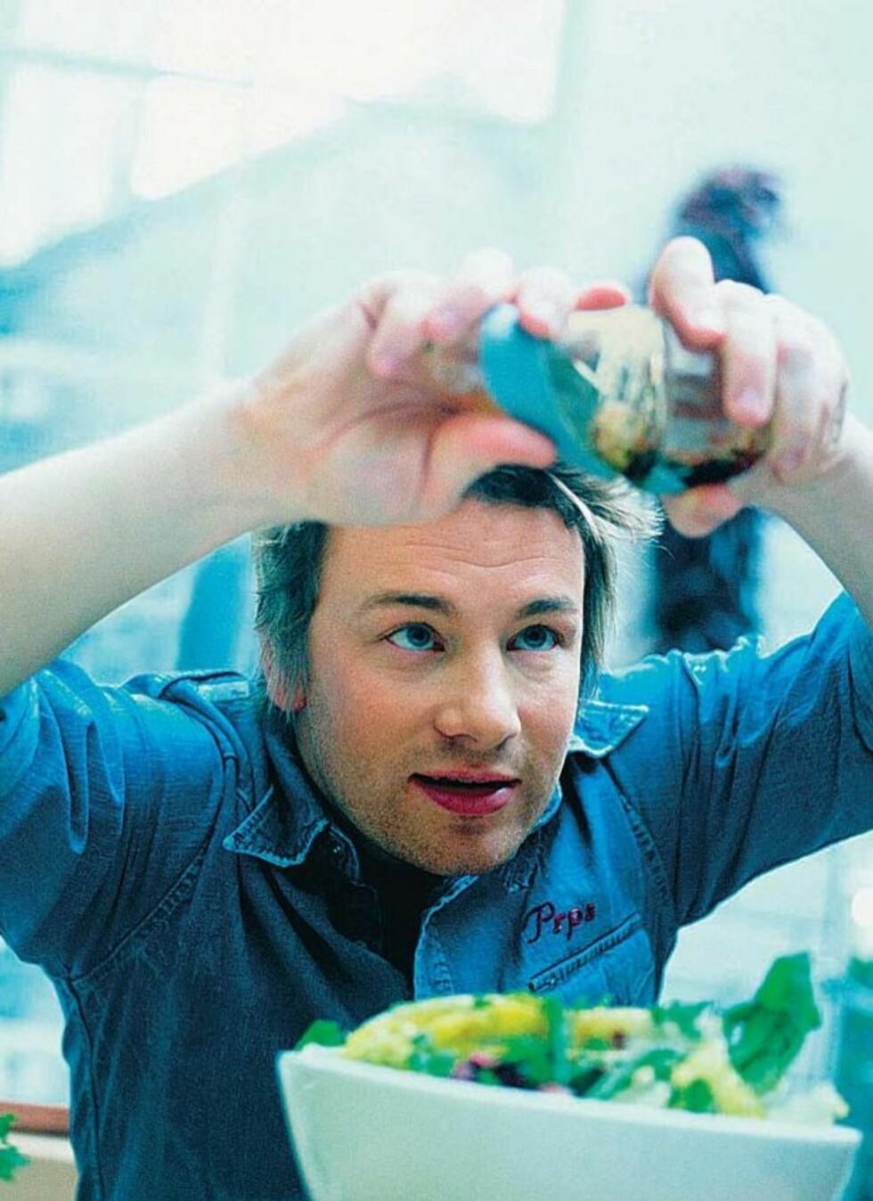 Jamie Oliver ble verdenskjent som kokk for BBC. Etter hvert har han slåptt seg stort opp med både kokebøker, restauranter og kjøkkenredskaper.