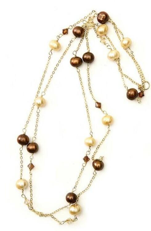 Langt kjede med perler (kr 1300, Everyday Princess).