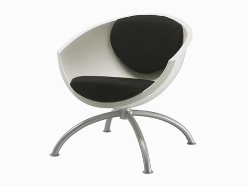 Svingstolen «Gubbo» har setestamme i forsterket propenplast (kr 595, Ikea).