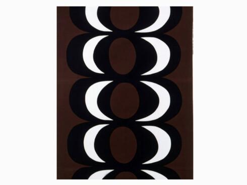 Bomullsstoffet «Kaivo», designet av Maija Isola. Bredde 140 cm (kr 300 pr. m, Marimekko).