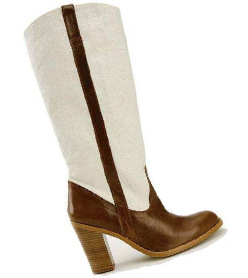 I brunt skinn og trehæl blir du en kul cowgirl(kr 1200,La Redoute).