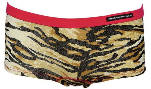 Tiger. lav i livet og med flate sømmer (kr 200, Frank Dandy/Denim Gallery). Kan godt synes dersom du liker å flørte med Harry.