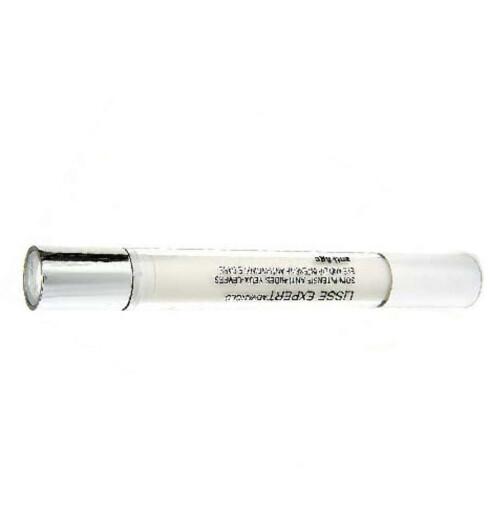 ØYNE OG LEPPER. Denne «pennen» inneholder et antirynkekonsentrat,utviklet for fine linjer rundt munn og øyne. YSL LisseExpert Eye and Lip Intensive Anti-Wrinkle Care (kr 450/2 x 7,5 ml).