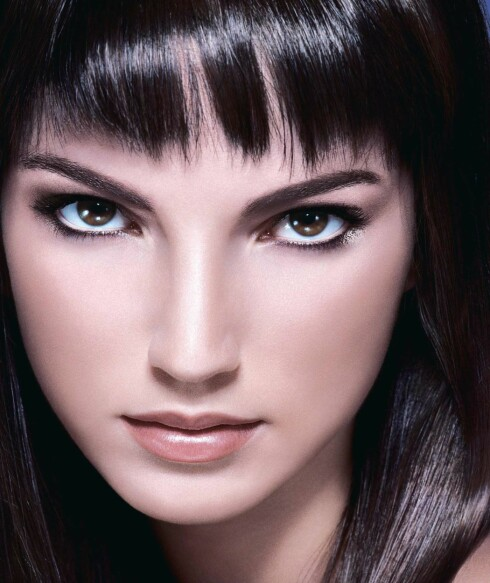 Modellen til Dior viser en perfekt hud.