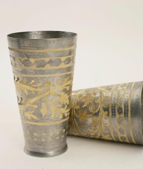 Solide indiske lassibegere med mønster i sølv og gull (kr 140 stk., Linneas Hage).