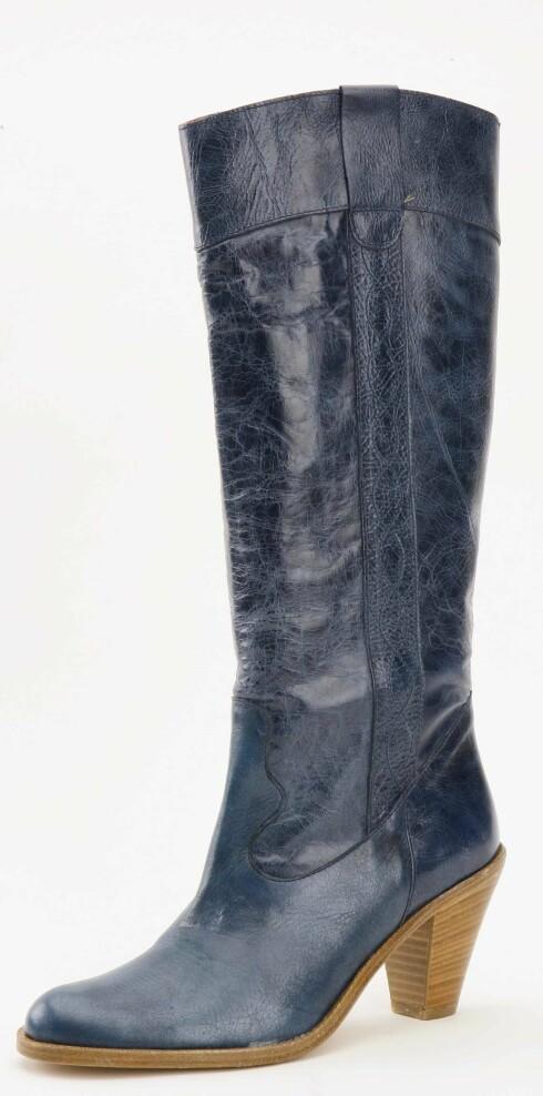 Petroleumsblå støvlett med høy trehæl (kr 2000, Day Birger Mikkelsen)