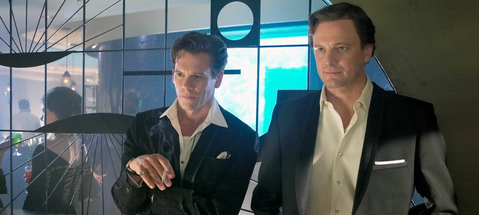 Lanny Morris (Kevin Bacon) og Vince Collins (Colin Firth) går fra å være en elsket komikerduo til obskuritet etter at en ung kvinne blir funnet død på hotellrommet deres.  Foto: Scanbox