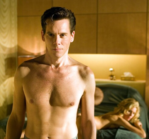 Kevin Bacon overbeviser i rollen som entertainer med stor appetitt på kvinner og dop.