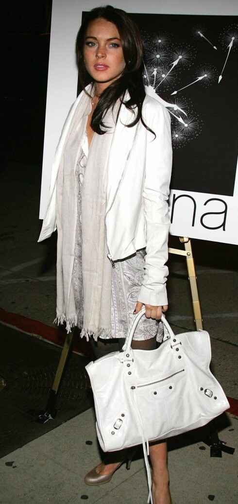 Skuespilleren Lindsay Lohan har neppe en fake Balenciaga veske.
