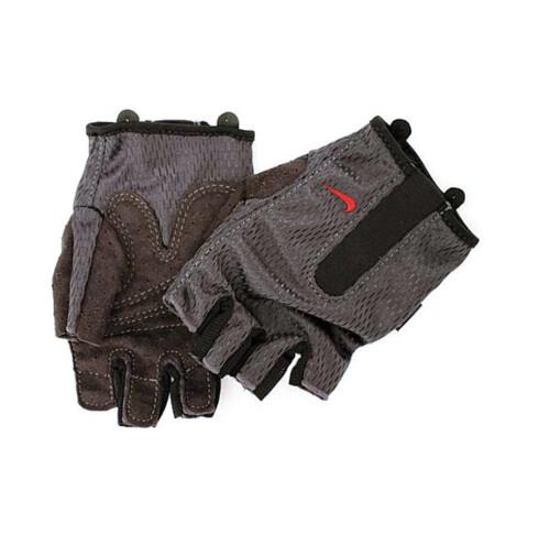 Vil du unngå træler, kan det være smart å bruke hansker (kr 160, Nike Concept Store).