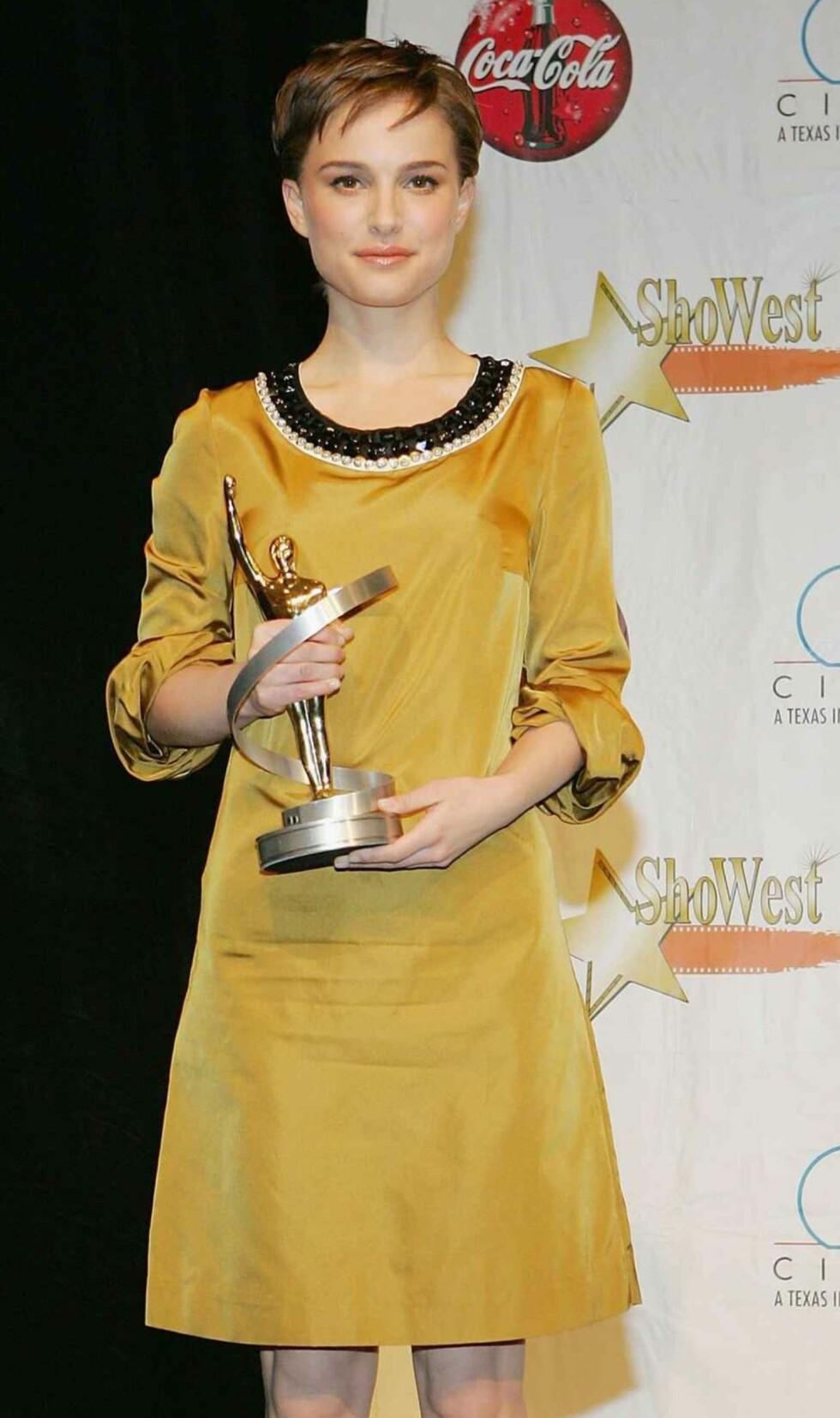Natalie Portman i G for Gult.