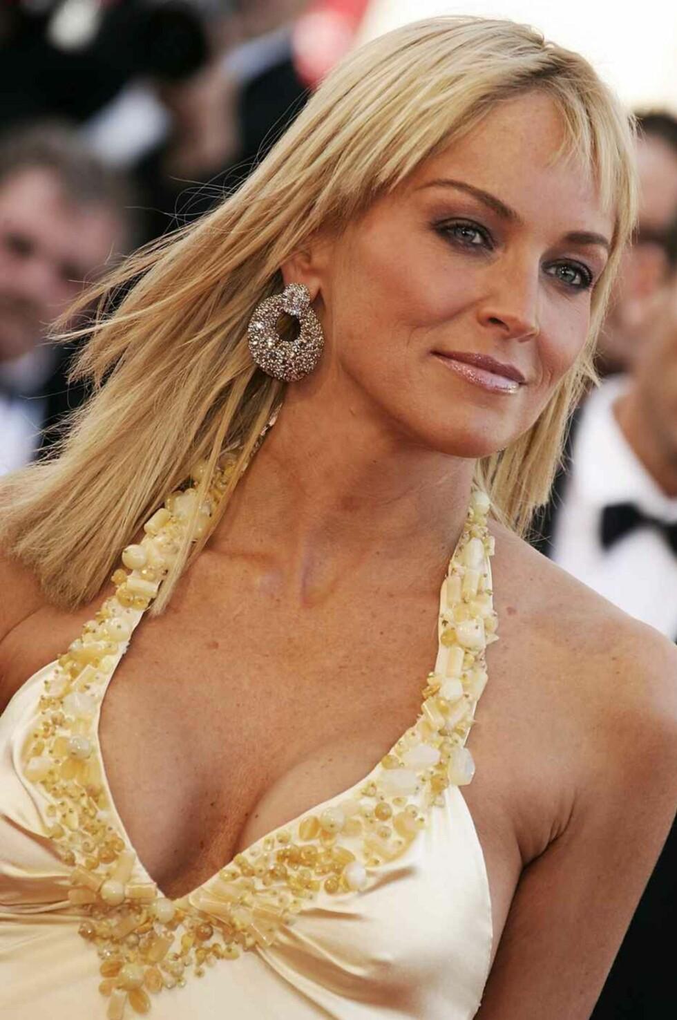 Sharon Stone ser bedre og bedre ut.