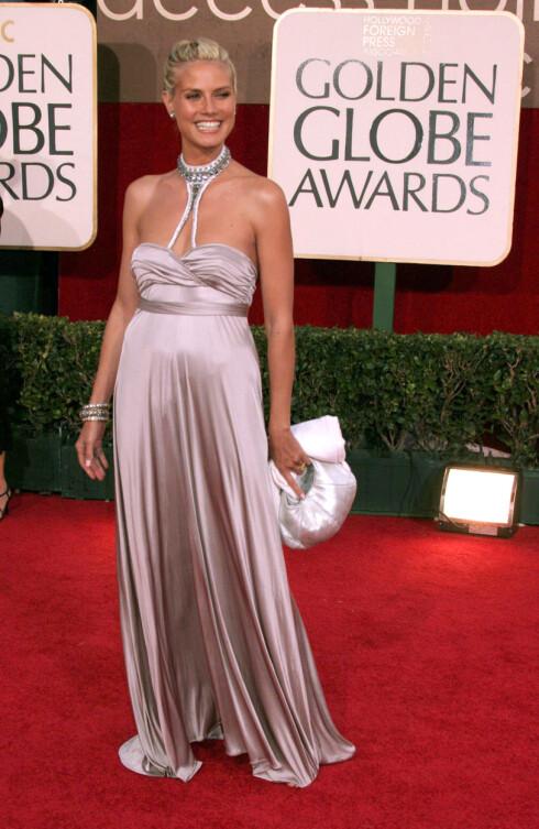 Heidi Klum ser vi i disse dager på TV3 i serien «Project Runway», hvor hun er gravid. Men heidi har sine egne triks for å komme tilbake til supermodellkroppen etter at hun har født. Hun tar nemlig ukentlige nakenbilder av seg selv! Fotograferingen alene er selvsagt ikke nok til å få henne ned i vekt - hun spiser sunt og holder seg 1700-2000 kalorier om dagen, og trener tre ganger i uka.